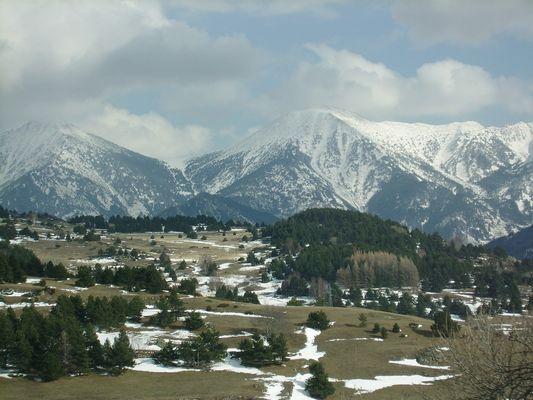 non loin d'ici.....;;;la montagne et la neige!!