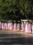 Nonnen in Mandalay