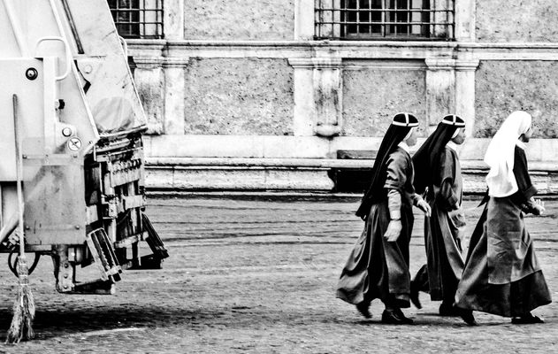 Nonnen in Rom , Piazza Farnese
