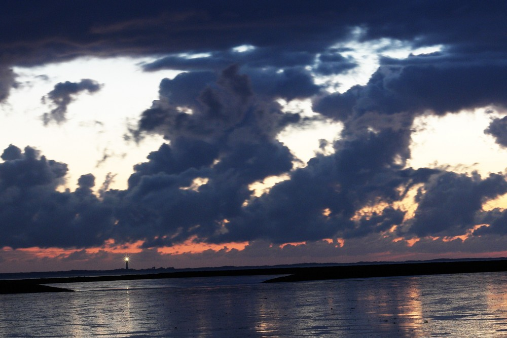 Norderneyer Leuchtturm vom Festland aus gesehen