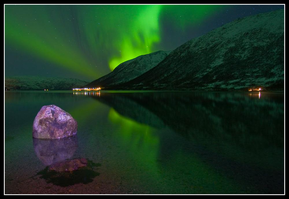 Nordlicht mit Stein