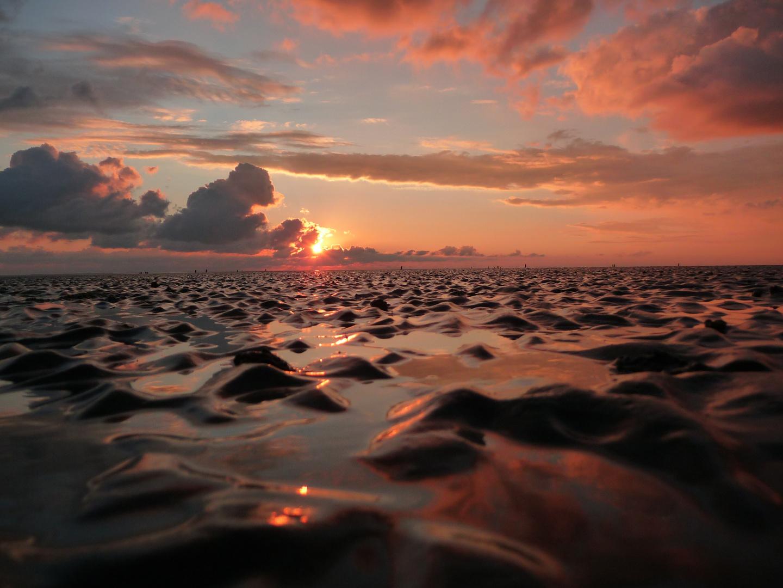 Nordseestrand bei Büsum im Sonnenuntergang