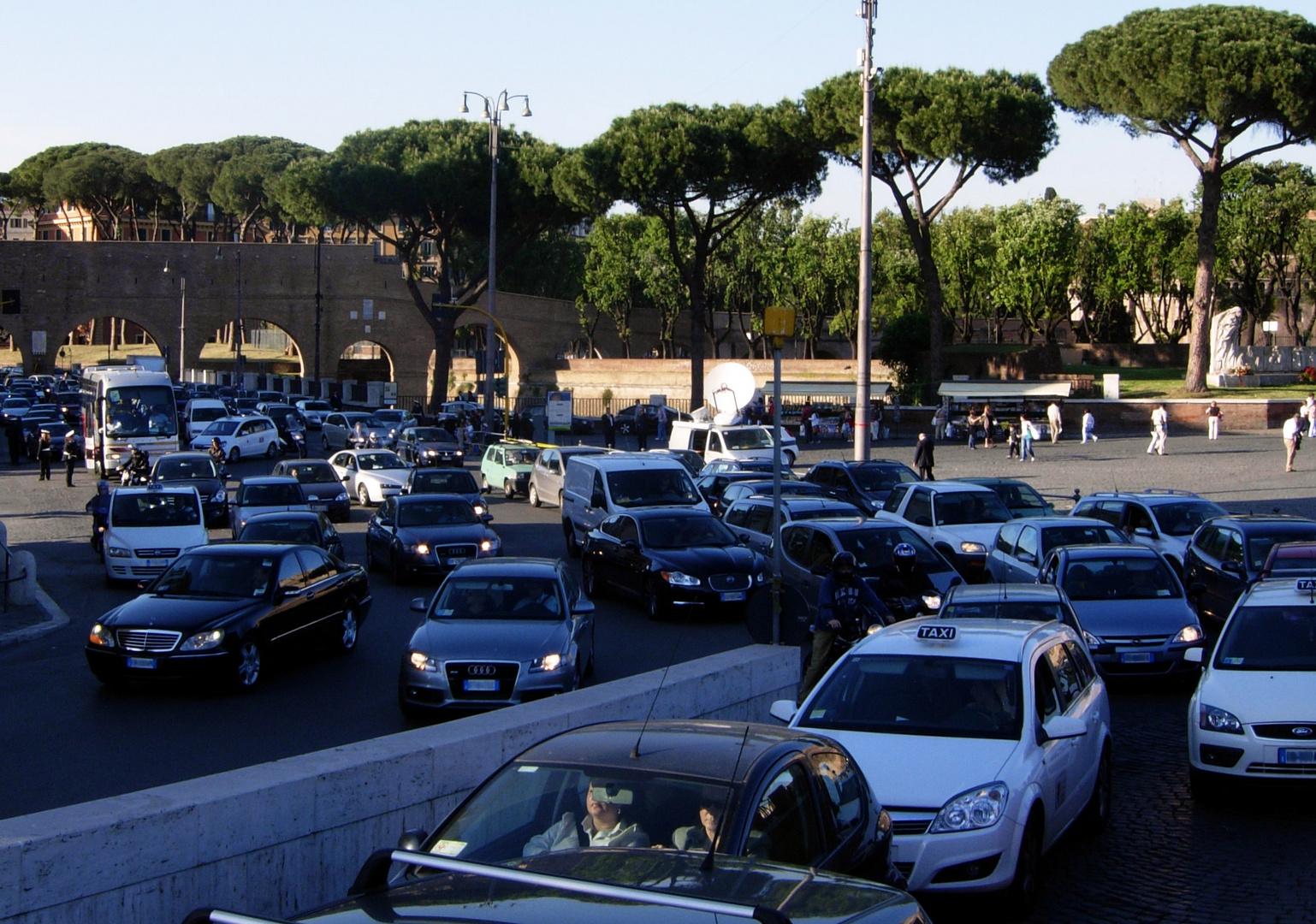 Normaler Abendverkehr in Rom