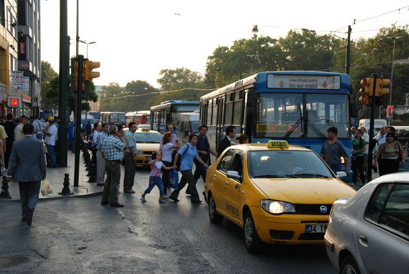 Normaler Straßenverkehr in Istanbul