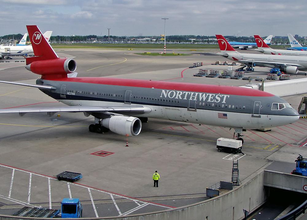 Northwest DC-10-30 N237NW