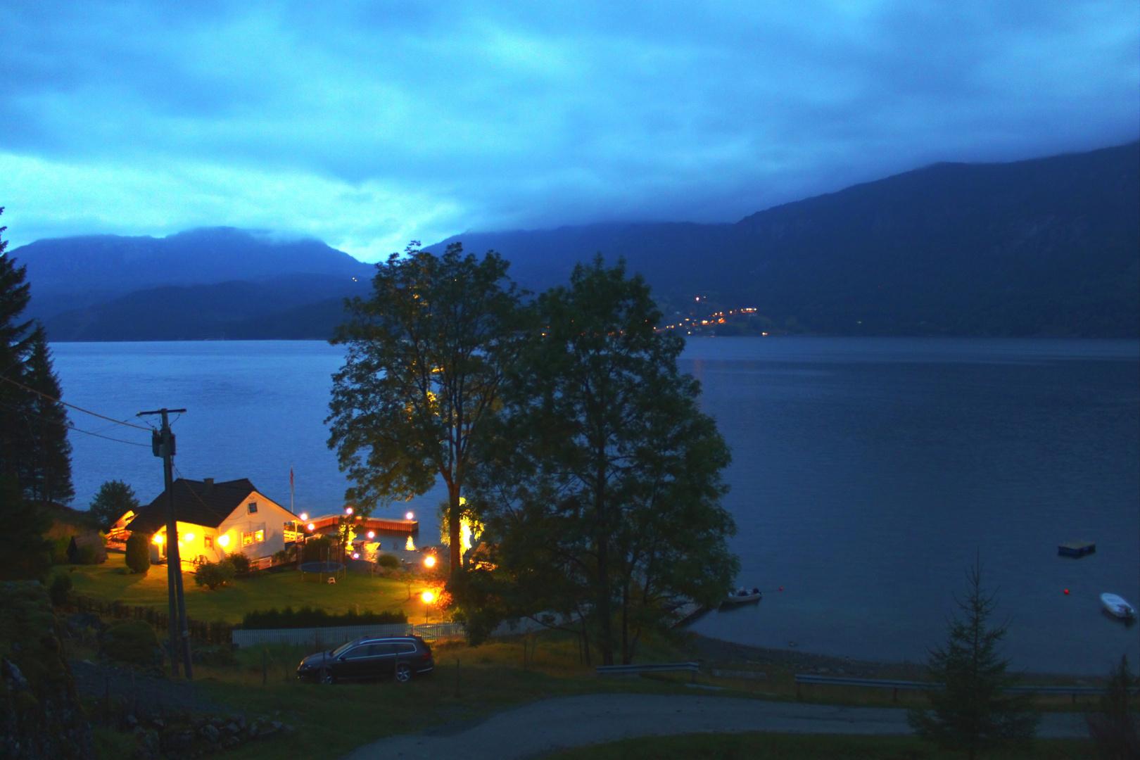 Norwegen - Abendstimmung am Fjord