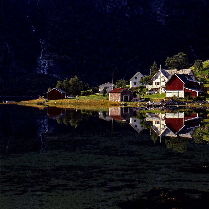 Norwegen-Bauernhof Spiegelung