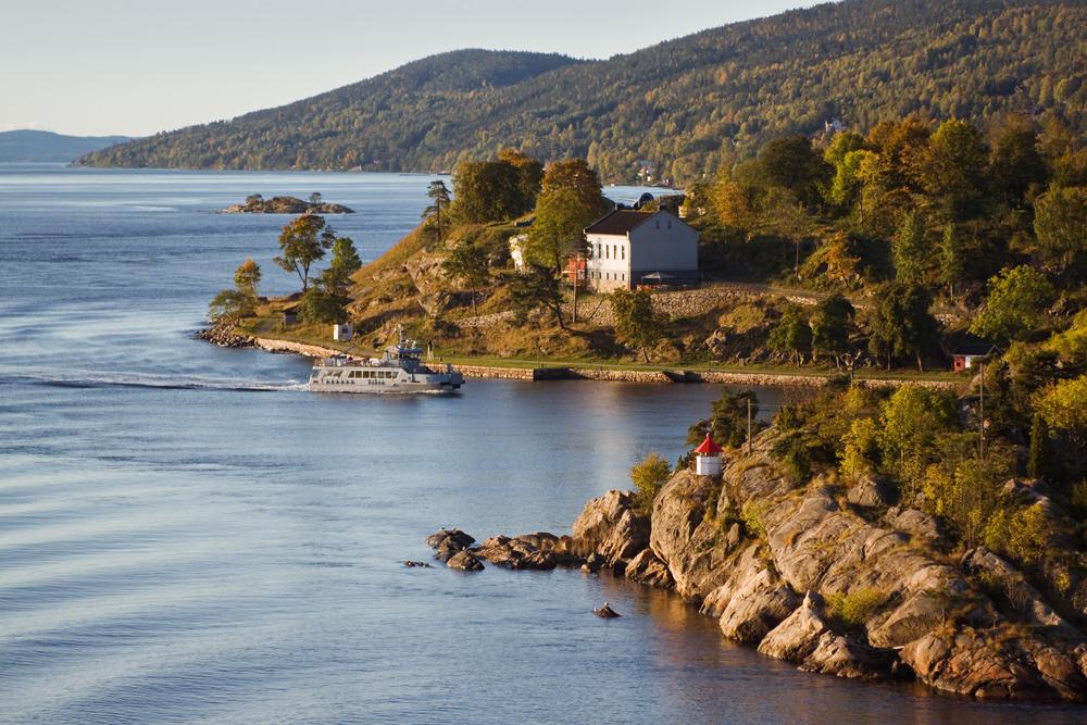 Norwegen, Fjord im Herbst
