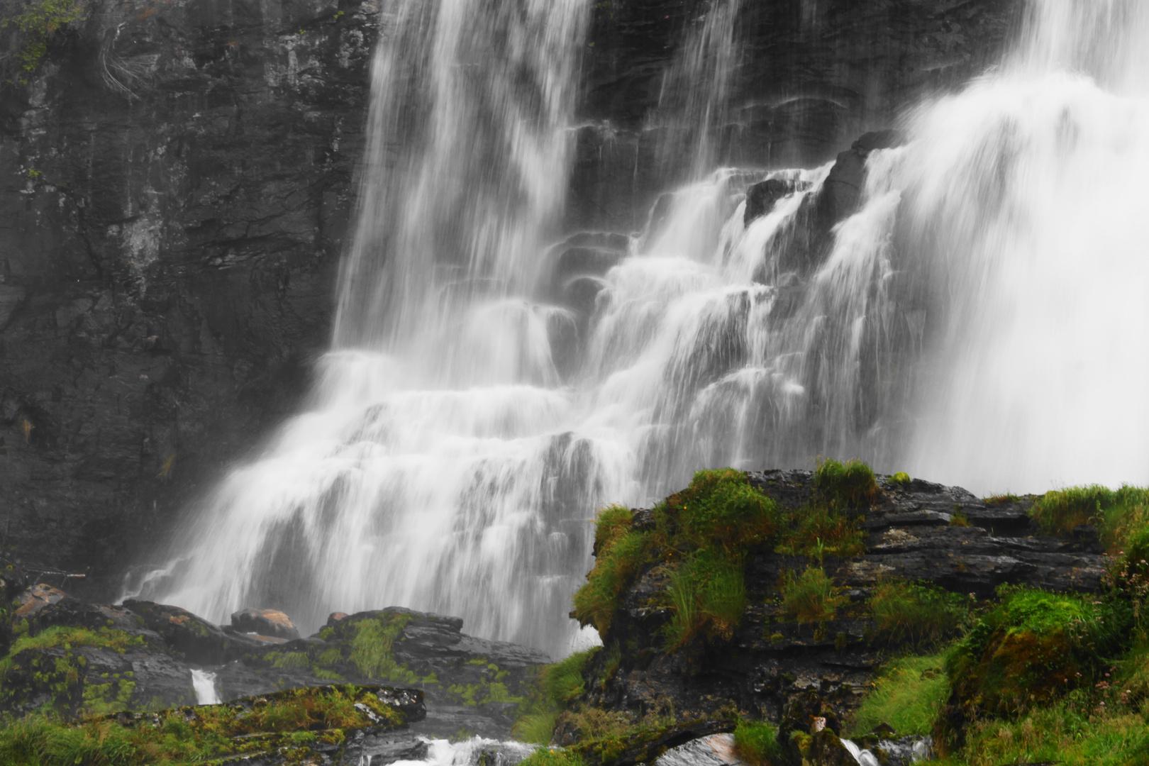 Norwegen - Wasserfall (2)