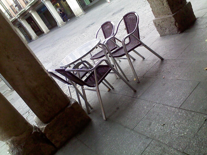 Nos sentamos un poco?