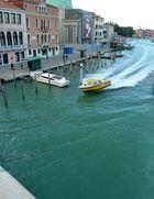 Notarzt-Einsatz mit Alarm auf dem Canale Grande