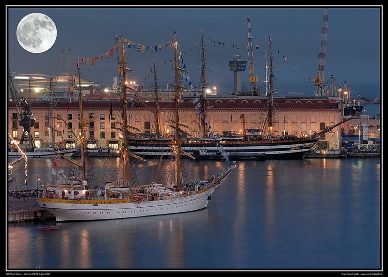 Notturna sul porto antico di genova