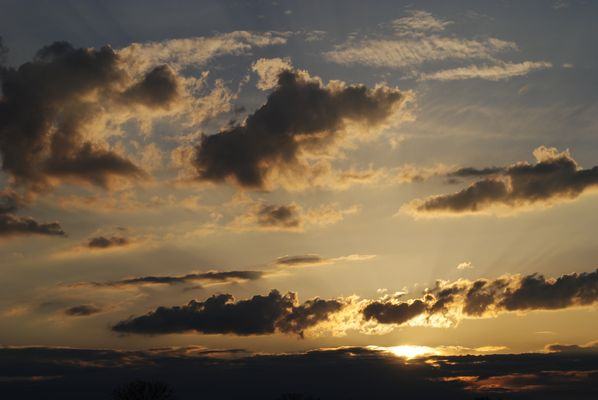Nous ne voulons plus de nuages, Hélios les dégage à coup de rayons.