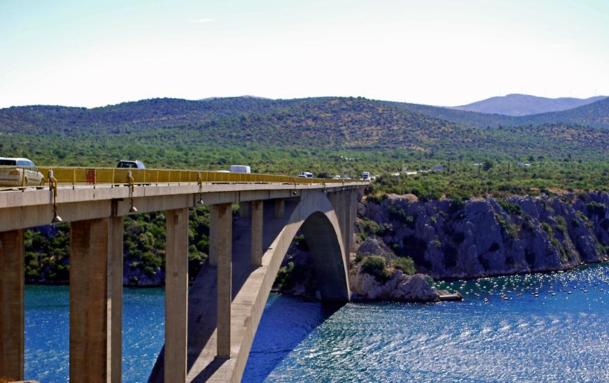 Nouveau pont de Maslenica sur l'Adriatique