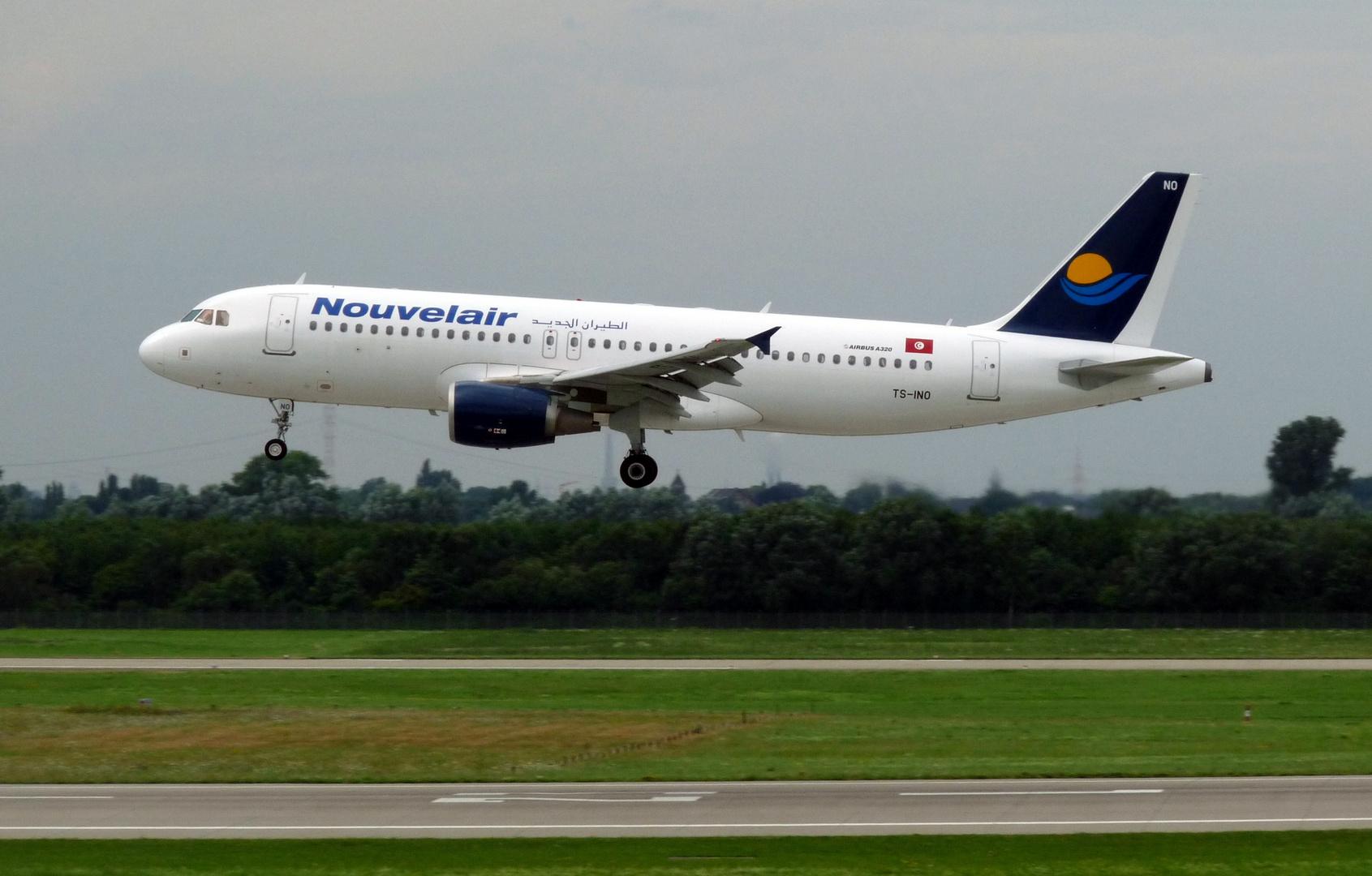 Nouvelair Airbus A320-214