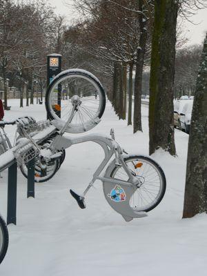 nouvelle façon de ranger un vélo !!!!!