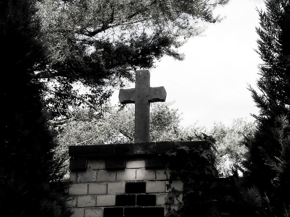 Novemberstimmung im ländlichen Friedhof