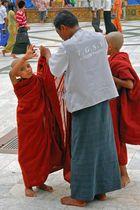 Novices on the Shwedagon terrasse
