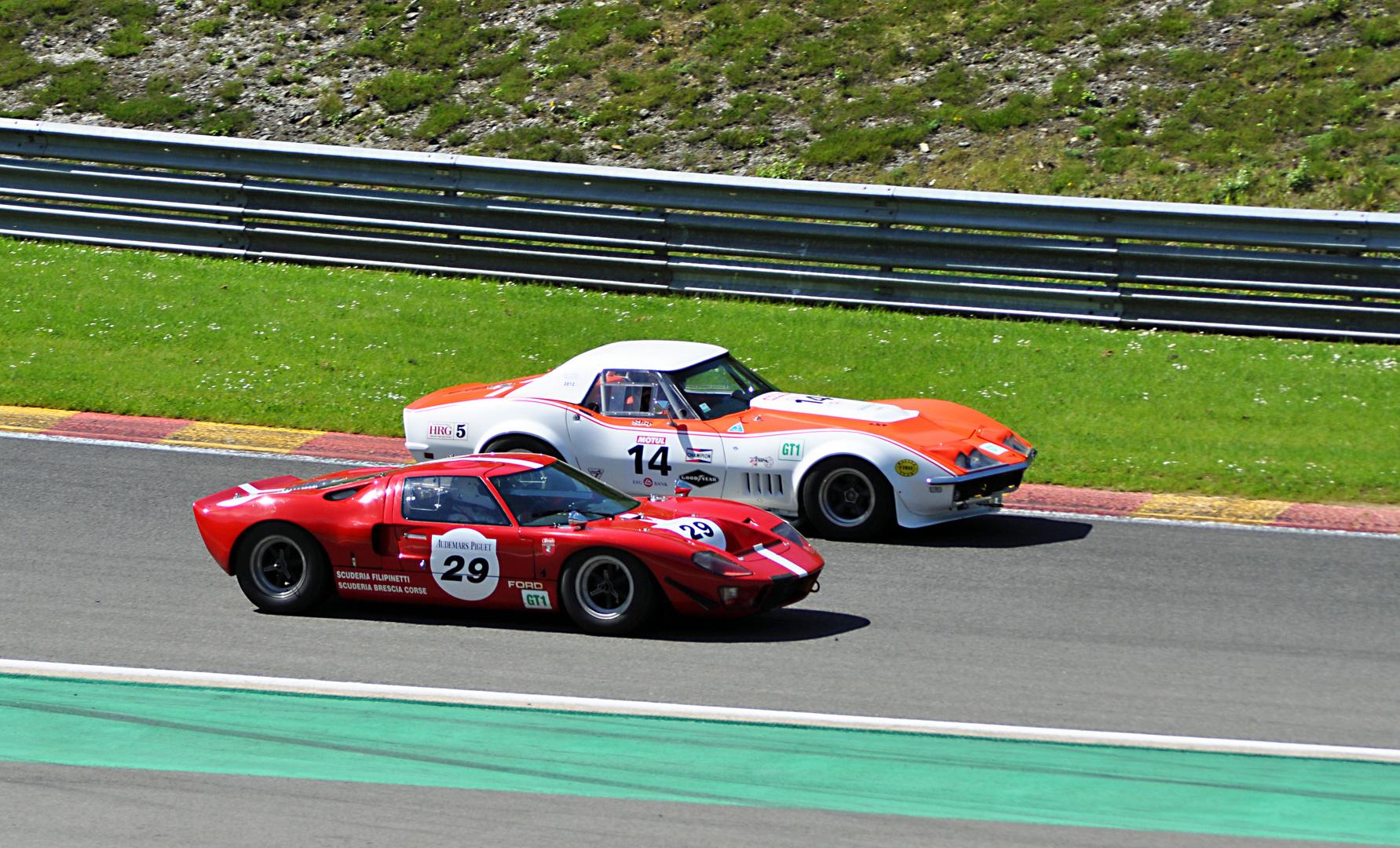 Nr:14 Chevrolet Corvette C3 Bj.1968 + Nr:29 FORD GT 40 Bj.1965