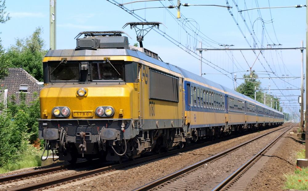 NS Lok 1780 mit ex DB wagen
