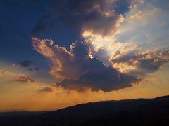nuages... tels un grand oiseau aux ailes dèployèes