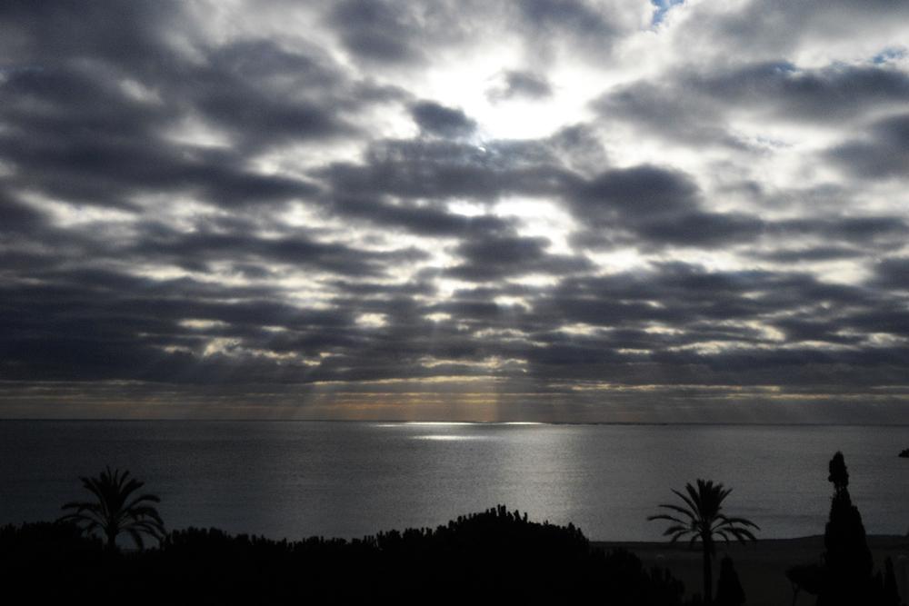 nubes y rayos de sol
