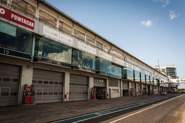 Nürburgring Boxenanlage zum Eifelrennen 2012