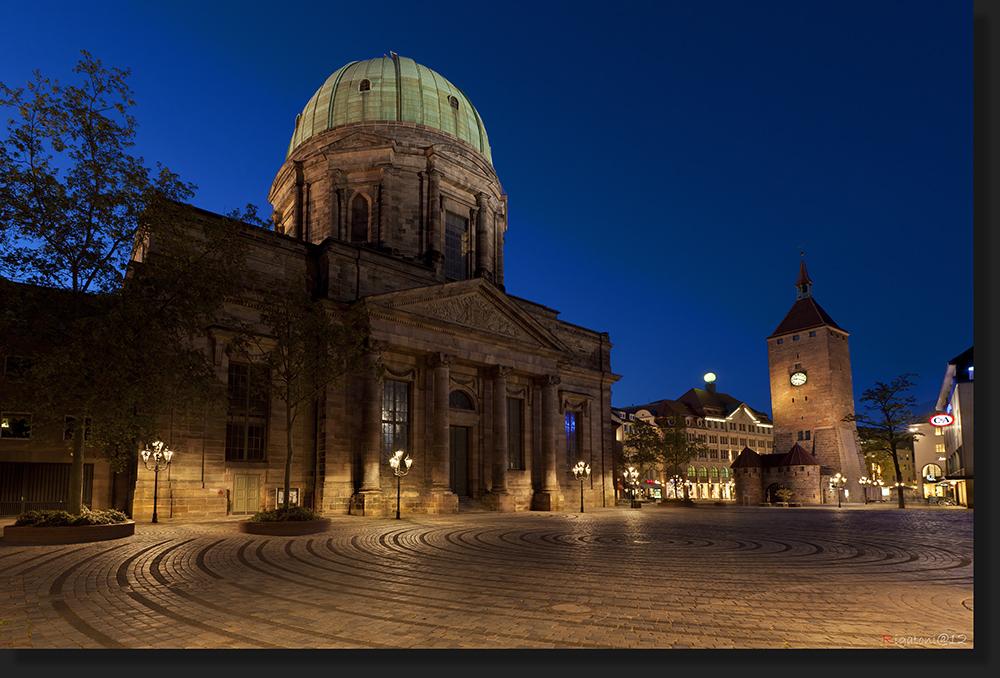 Nürnberg - Jakobsplatz mit St- Elisabeth und weißem Turm