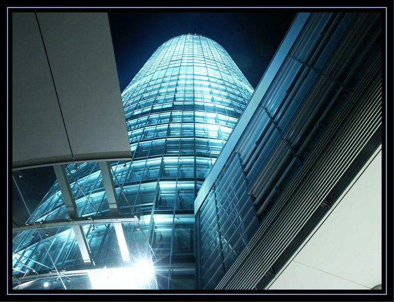 Nürnberger Business Tower bei Nacht