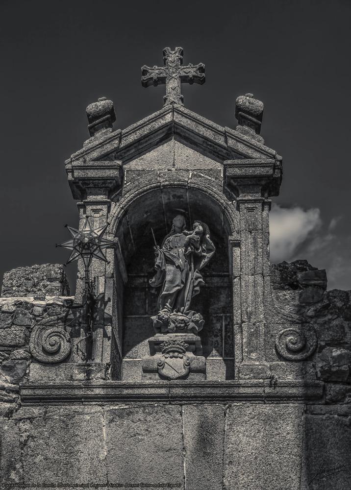 Nuestra Señora de la Estrella (Puerta principal Conjunto Histórico Cáceres Extremadura España)