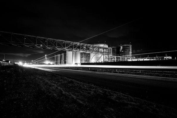 Nuit sur la route industrielle