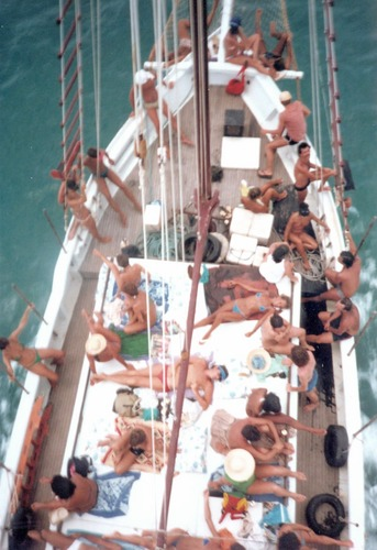 Numa Escuna entre porto Seguro e arraial d'ajuda