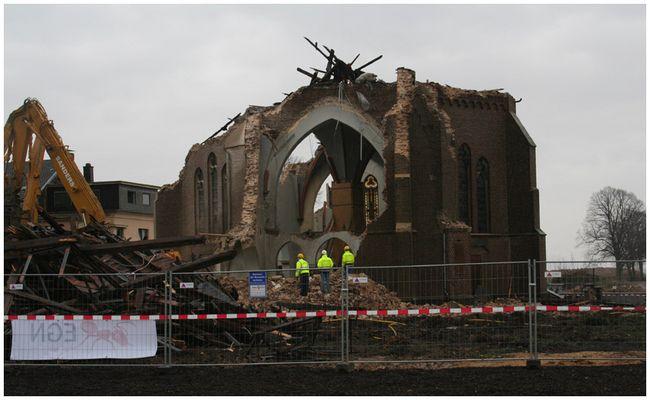 Nun ist die Kirche eine Ruine!