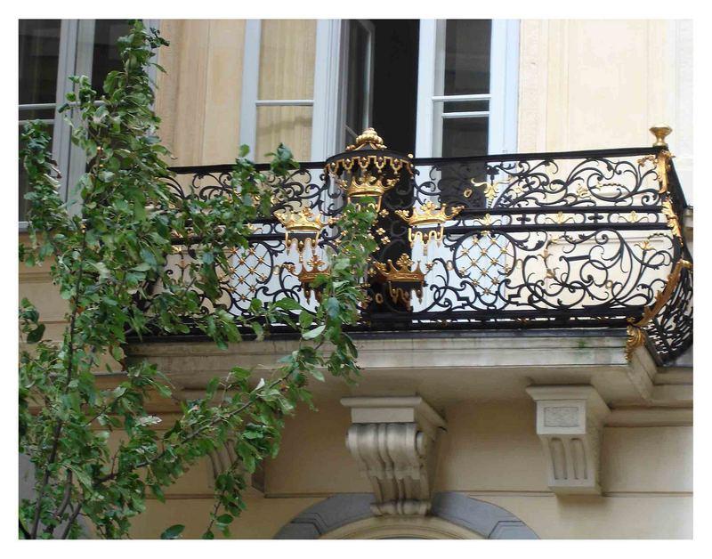 Nun wieder in wien auf einem bekannten platz - ein wunderschöner balkon der