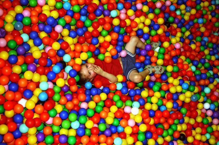 Ikea kinderparadies  Nur Bälle Foto & Bild | kinder, portraits, menschen Bilder auf ...