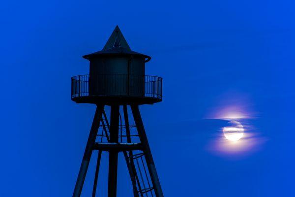 ...nur der Mond leuchtet...