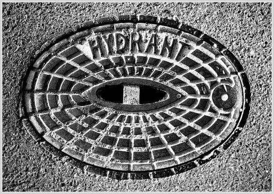 --- nur ein Hydrant-Deckel ---