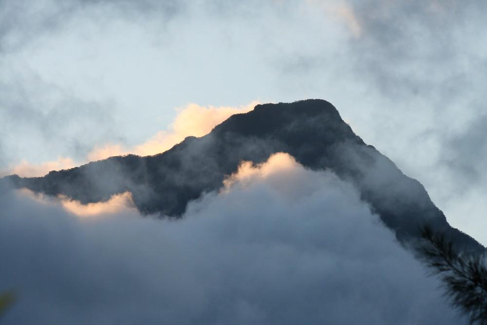 Nur noch die Bergspitze