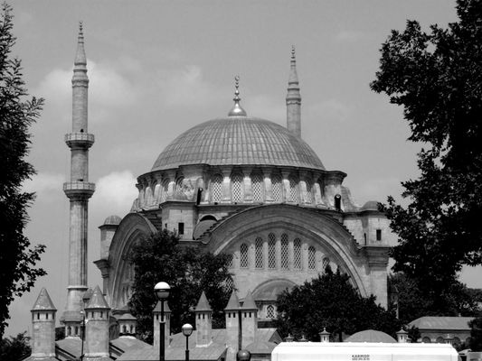 Nur-u Osmaniye Camii (Çemberlitas)