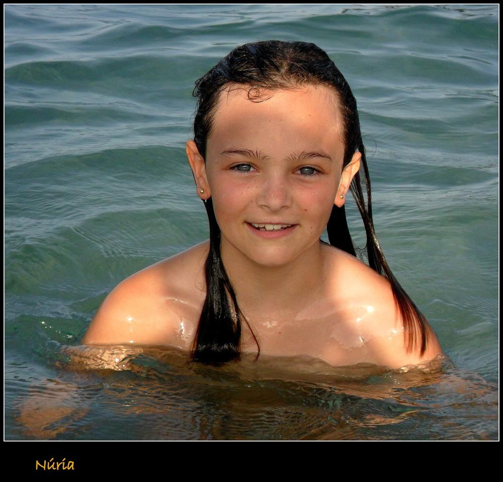 Núria en la playa 2