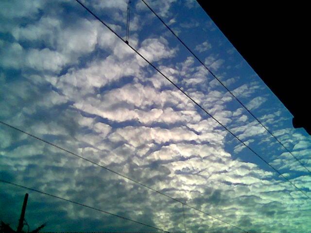 Nuvole e Fili Elettrici