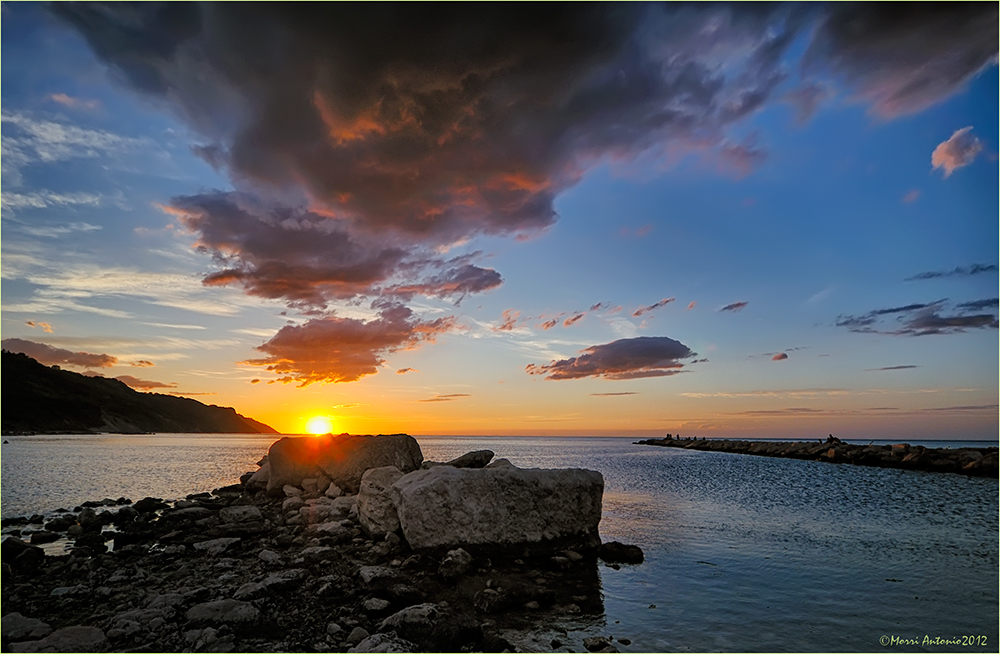 Nuvole sul tramonto