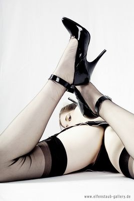Nylon and Heels... a la Susann