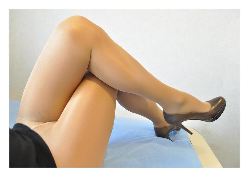 Nylons & Heels 09