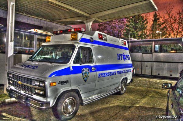 NYPD bei Nacht