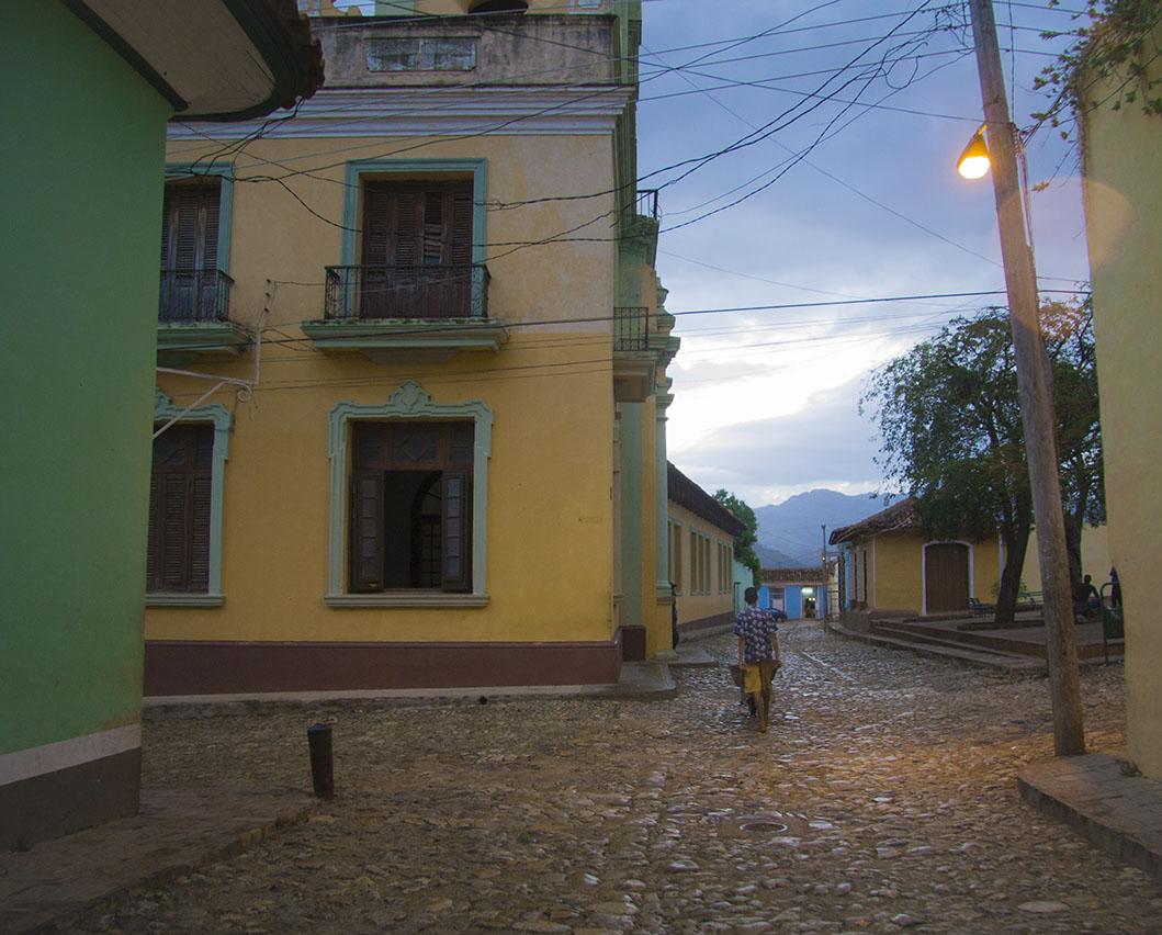 O sol por (Anocheciendo ) en Trinidad Cuba