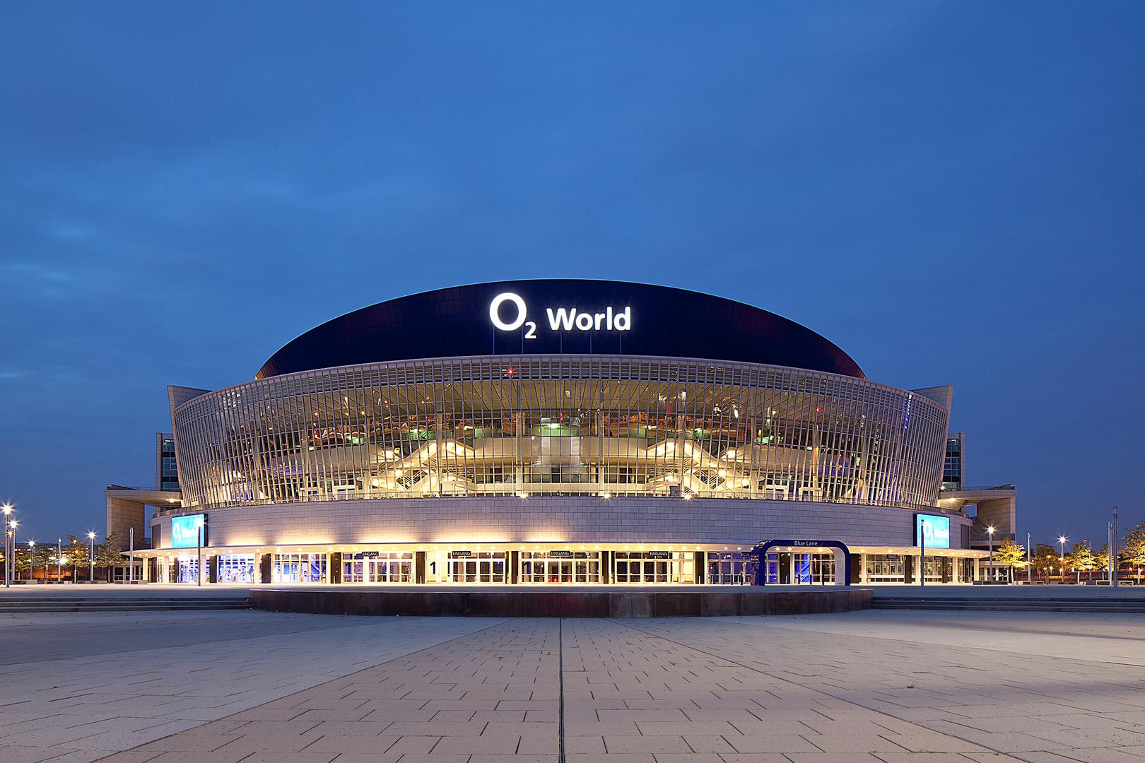 O2 World Berlin in der blauen Stunde