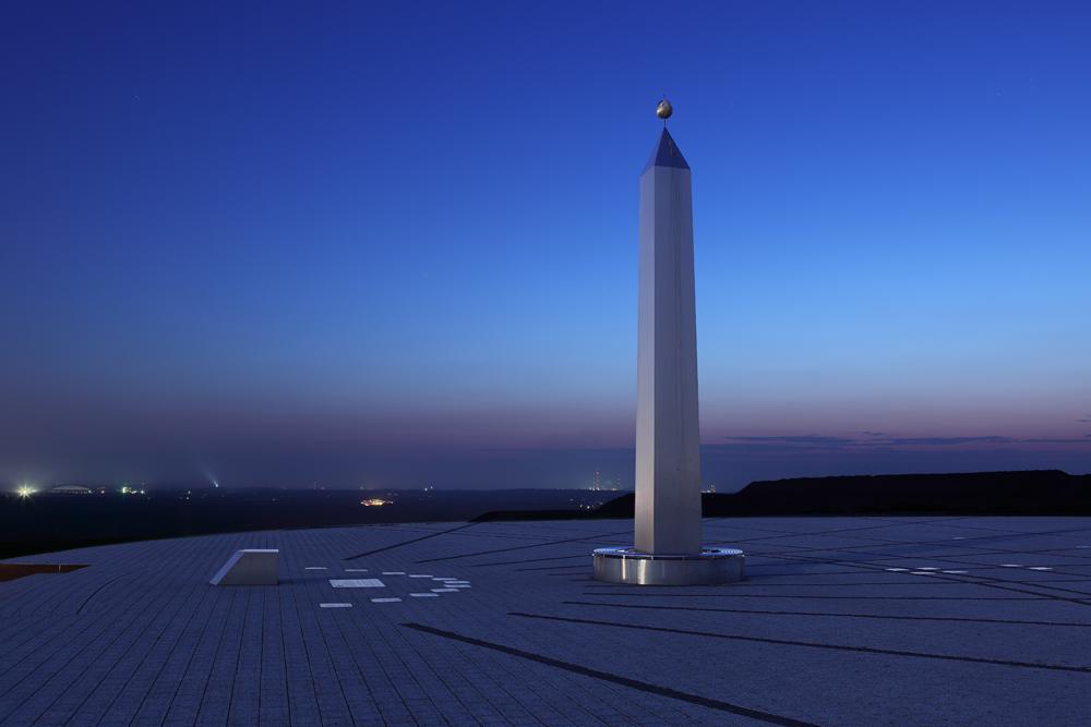 Obelisk - Horizontalsonnenuhr - Halde Hoheward I