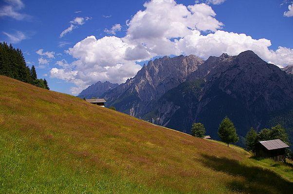 Oberhalb von Bannberg mit Blick auf die Lienzer Dolomiten