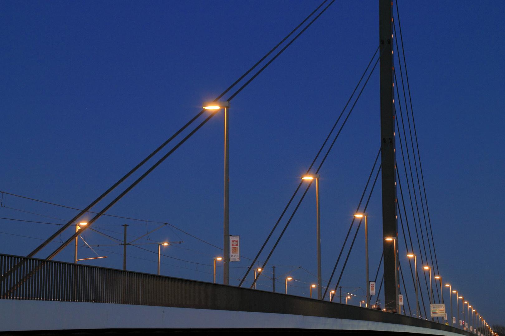 Oberkassler Brücke über den Rhein, Rheinbrücke